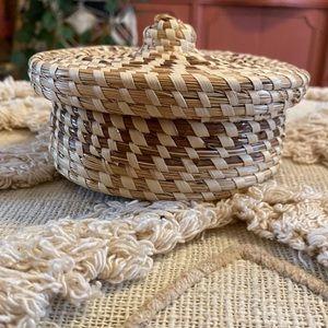 Wicker boho storage basket with lid